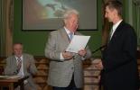 Вручение диплома лауреату конкурса краеведов В. Анохину