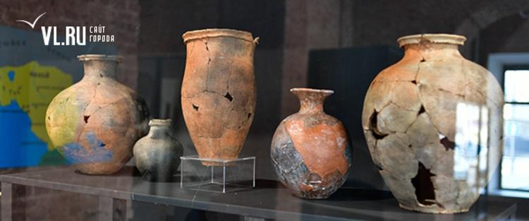 Экспонаты выставки – керамические сосуды из бохайских памятников.